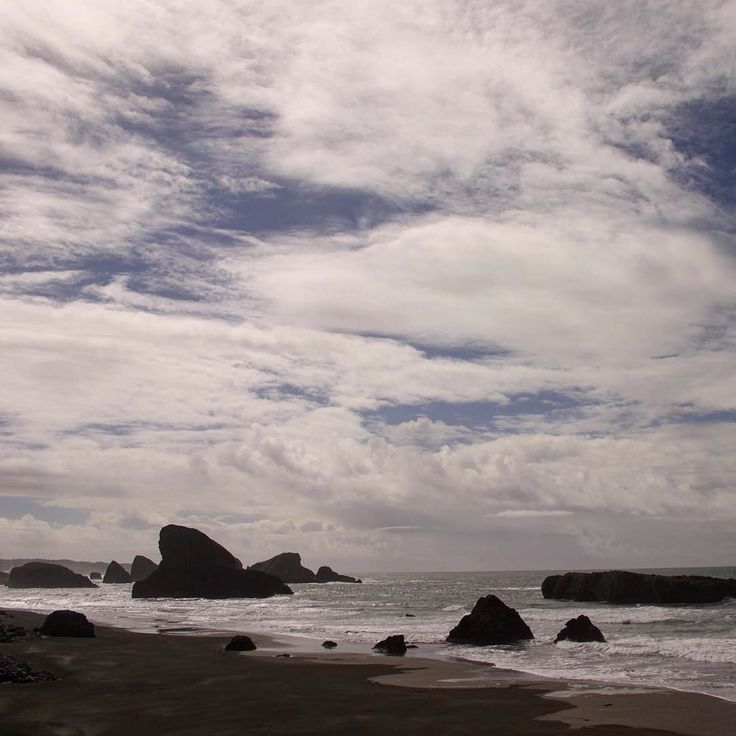 Port Orford Amazing view on the Pacific coast. #portorford #oregoncoast #pnw #pnwonderland #pnwisbeautiful #upperleftusa #pacific #exploreoregon #iphoneonly #nofilter #pnwcoast #clouds #sky #pacificnorthwest #pacificbeach
