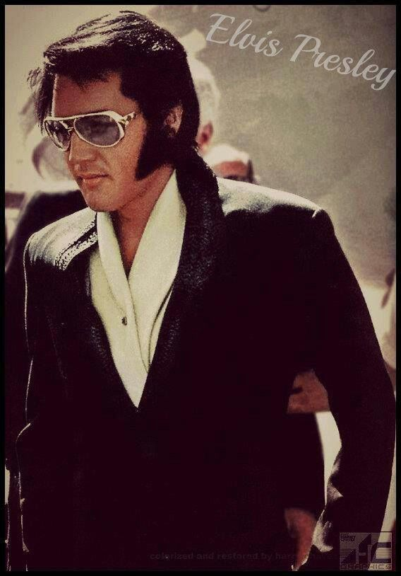 """( 2016 IN MEMORY OF ★ † ELVIS  PRESLEY """" Rock & roll ♫ pop ♫ rockabilly ♫ country ♫ blues ♫ gospel ♫ rhythm & blues ♫ """" ) ★ † ♪♫♪♪ Elvis Aaron Presley - Tuesday, January 08, 1935 - 5' 11¾"""" - Tupelo, Mississippi, USA. Died; Tuesday, August 16, 1977 (aged of 42) Resting place Graceland, Memphis, Tennessee, USA. Education. L.C. Humes High School. Occupation: ♫ Singer, actor. Home town Memphis, Tennessee, USA. Cause of death: (cardiac arrhythmia)."""