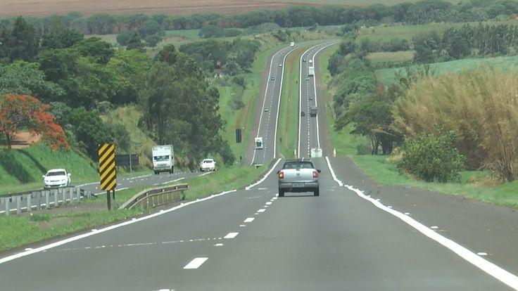 Volta para casa hoje pede cautela em todas as estradas paulistas -   O domingo de Natal deve ter trânsito intenso nas rodovias de São Paulo. Segundo a Secretaria Estadual dos Transportes, o pico de viagens de retorno à capital deve acontecer entre 14h e 0h. Por conta disso, é preciso redobrar a atenção na volta para casa, hoje.  Estima-se que mais de 5 m - http://acontecebotucatu.com.br/geral/volta-para-casa-hoje-pede-cautela-em-todas-as-estradas-paulistas/