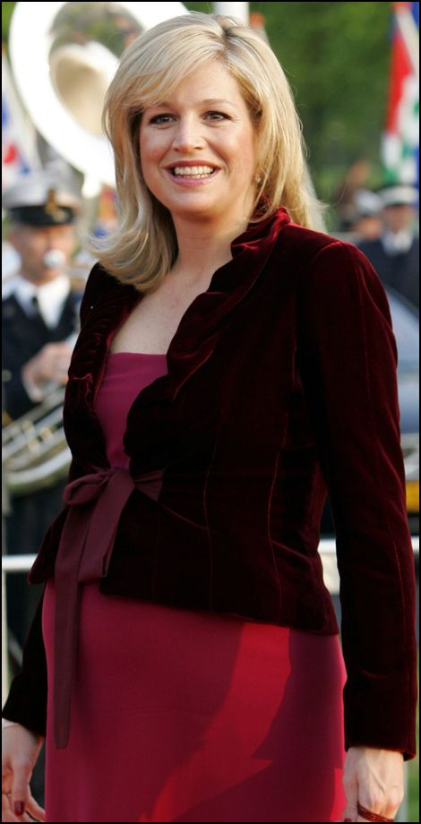 ~Queen Maxima of the Netherlands.. rouge 28