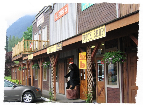 Rainbow Ranch Road House Cafe - Enjoy the country charm!