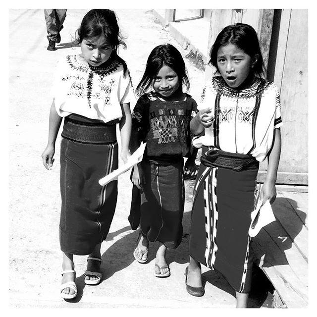 """#Didyouknow ?  Die Bezeichnung """"Indigene Völker"""" hat sich erst in den 80er Jahren herausgebildet und ist heute die anerkanntesten Bezeichnung der weltweiten Ureinwohner. Indigen bedeutet """"in ein Land geboren"""", es sind Nachfahren der Erstbesiedler einer Region, sie wurden insbesondere durch europäische Länder kolonialisiert, aus ihrem ursprünglichen siedlungsgebiet vertrieben, versklavt und als billige Arbeitskräfte ausgebeutet."""