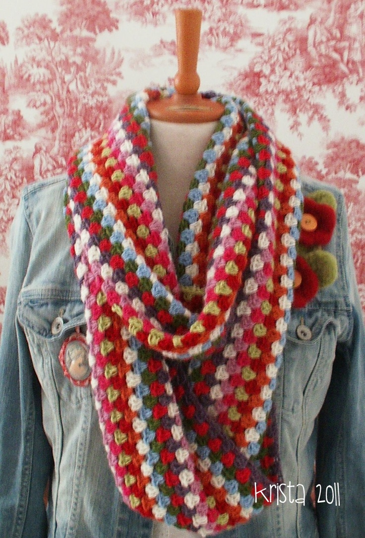 Crochet cowl in awesome colors against that denim!! And the little flowers?? love!  The link goes just to the main blog of a finnish lady.  If you know the direct pattern link please add it in the comments ... I scrolled but didn't find it as it's say 2011 on the photo... a ways back