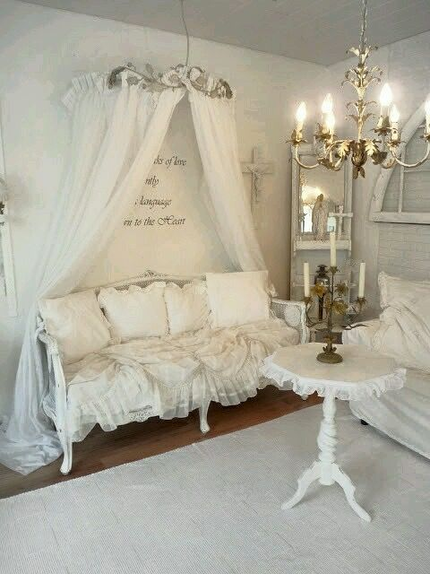 Shabby Chic -- a bit more things to make this room cozier...