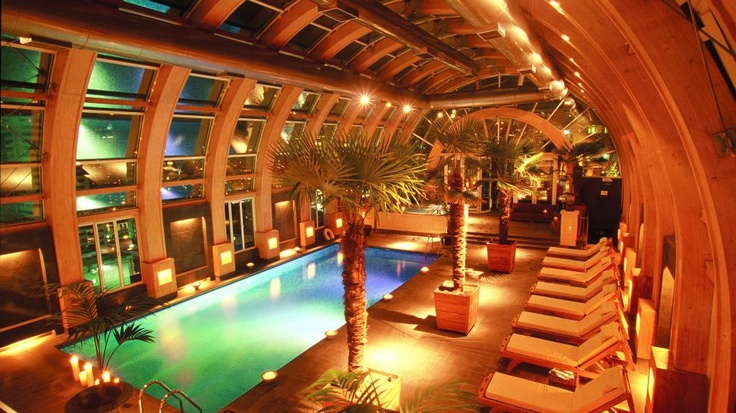 The ritz-Carlton indoor-pool