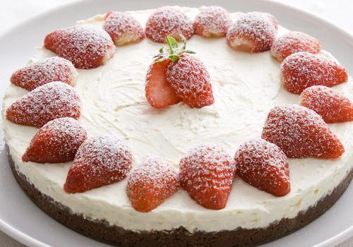 Πανεύκολο cheesecake με φράουλες χωρίς ψήσιμο