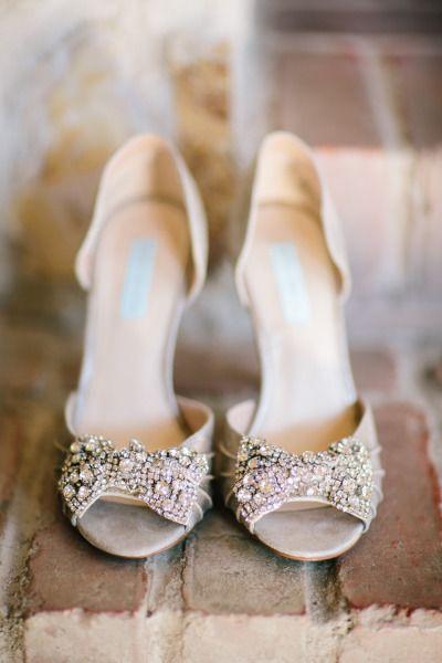 Bling bows: http://www.stylemepretty.com/little-black-book-blog/2015/03/26/rustic-winter-wedding-at-holman-ranch/ | Photography: Mirelle Carmichael - http://www.mirellecarmichael.com/