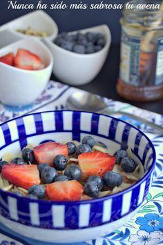 Si te parece aburrido desayunar con avena, es porque no has probado esta avena con frutas y almendras. Descubre el secreto para prepararla.