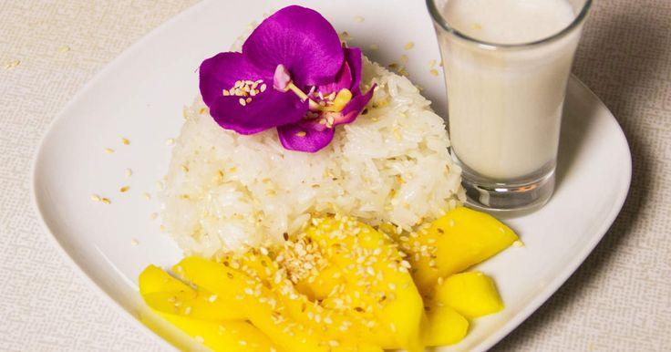 Mango sticky rice med kokosmjölk är en klassisk thailändsk efterrätt. Både spännande och god!