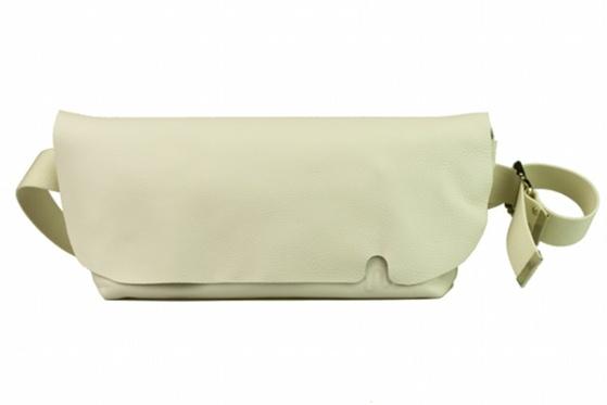 MESSENGER BAG (M)/WHITE