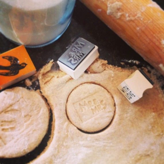 Using stamps to decorate cookie wedding favours