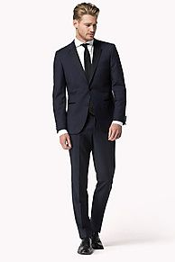 Tommy Hilfiger Tailored: A timeless collection of perfect cuts, fits and fabrics. <br/>• Fit: slim-fit, two-piece suit<br/>• Quality: wool<br/>• Details blazer: 2 buttons on placket, contrasting lapel, side vents, slit pockets, ticket pocket, fully lined<br/>• Details trousers: French pockets, contrasting waistband, slit pockets at back<br/>• Back length: 74cm<br/>• Foot width: 38cm<br/>• Delivered in a garment ...