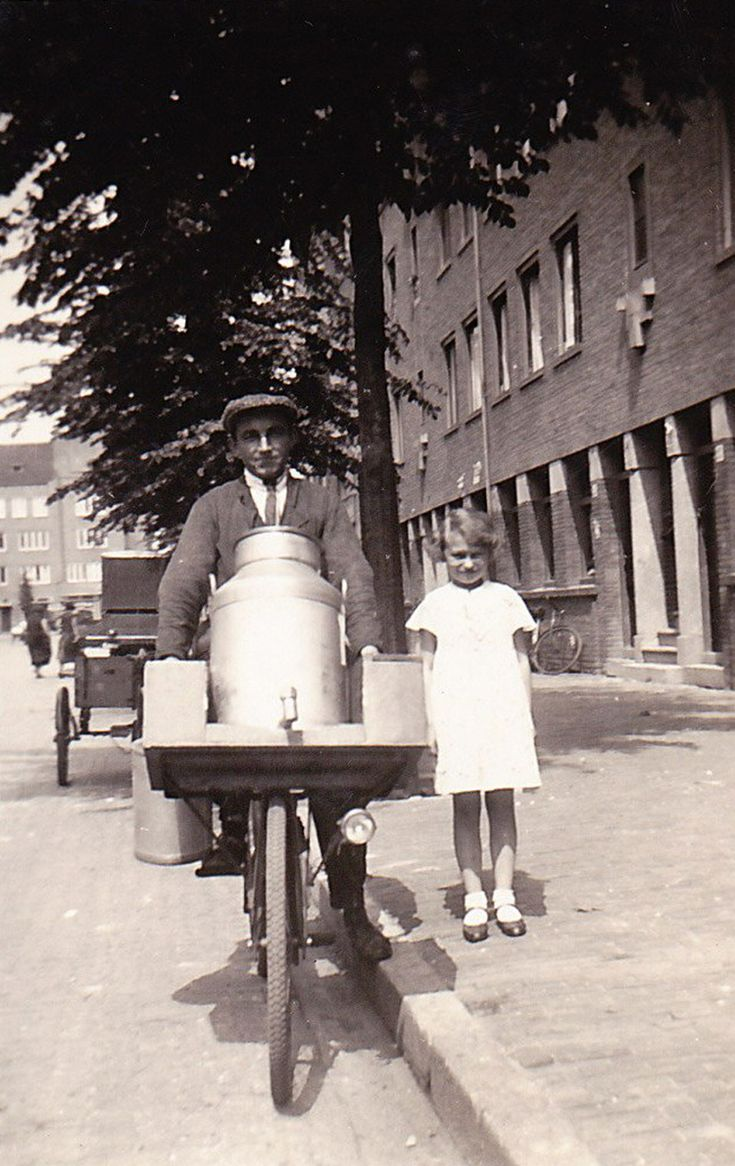 vader-in-1928-met-nicht-Wil-v.d.-Boom  amsterdam