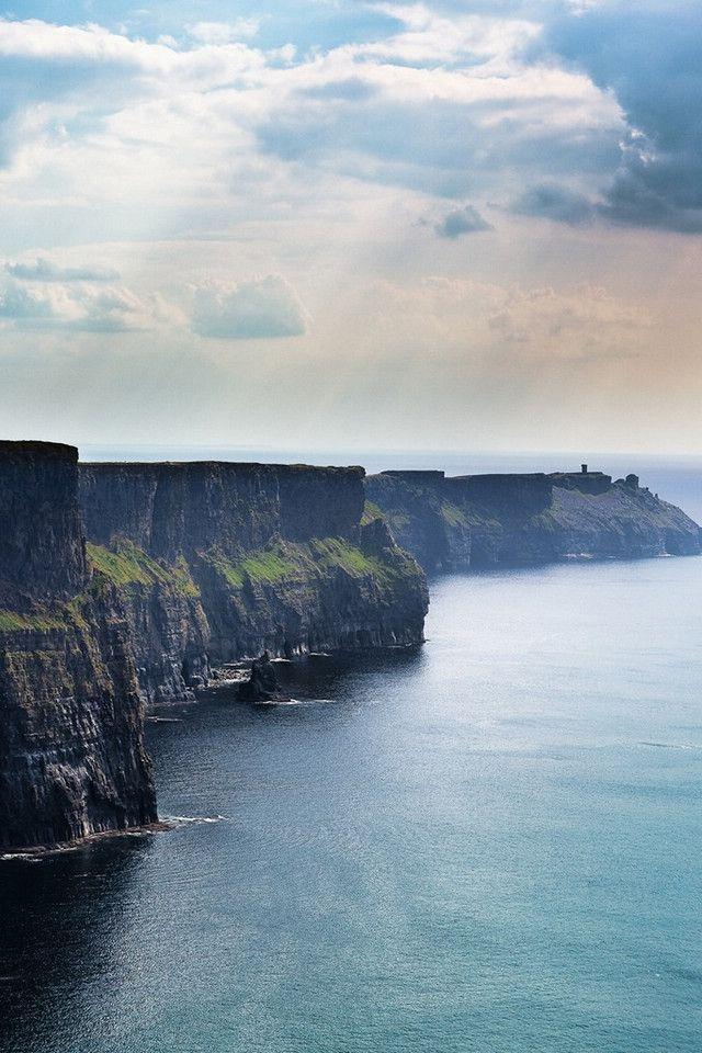 Le charme opère sur les falaises de Moher. @ Dublin, Irlande __ http://www.wee-go.com/sejour-linguistique/dublin