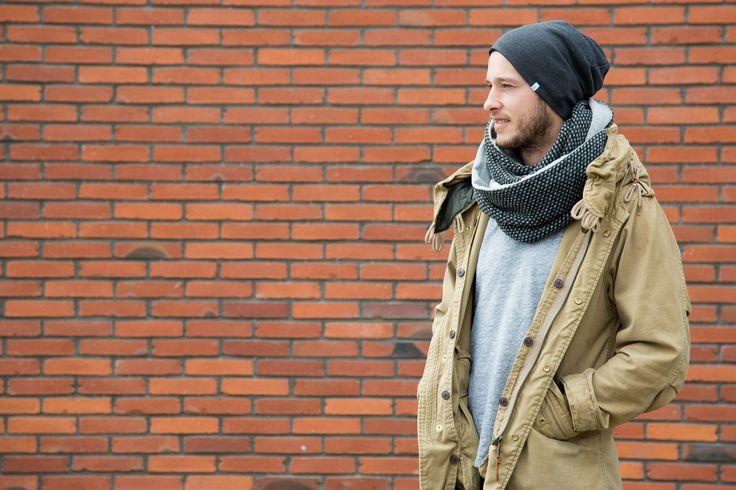 Style mit Beanie Mütze und Winter Loop Schal für Männer, lässig mit Parka und Wollschal
