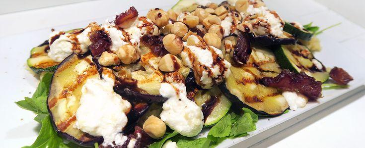 Gewoon wat een studentje 's avonds eet: Vega: Couscous met geitenkaas, gegrilde groentes, dadels, hazelnoten, rucola en balsamicosiroop