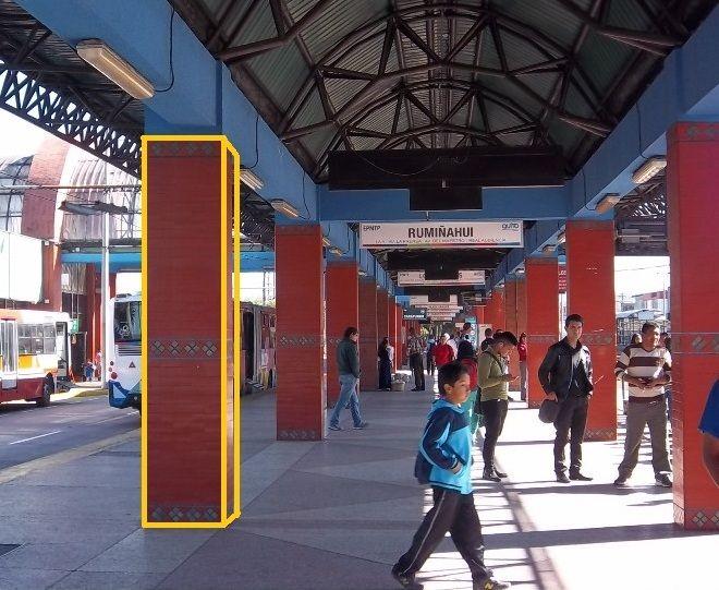 Prismas rectangulares en la estación de buses