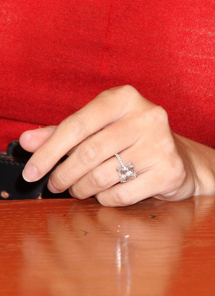 Ivanka Trump e-ring. This site says it is from her own collection. She picked the perfect size stone.