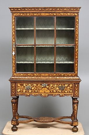 VITRINSKÅP, barocktyp, Holland, 1700/1800-tal. Möbler - Skåp & Hyllor – Auctionet
