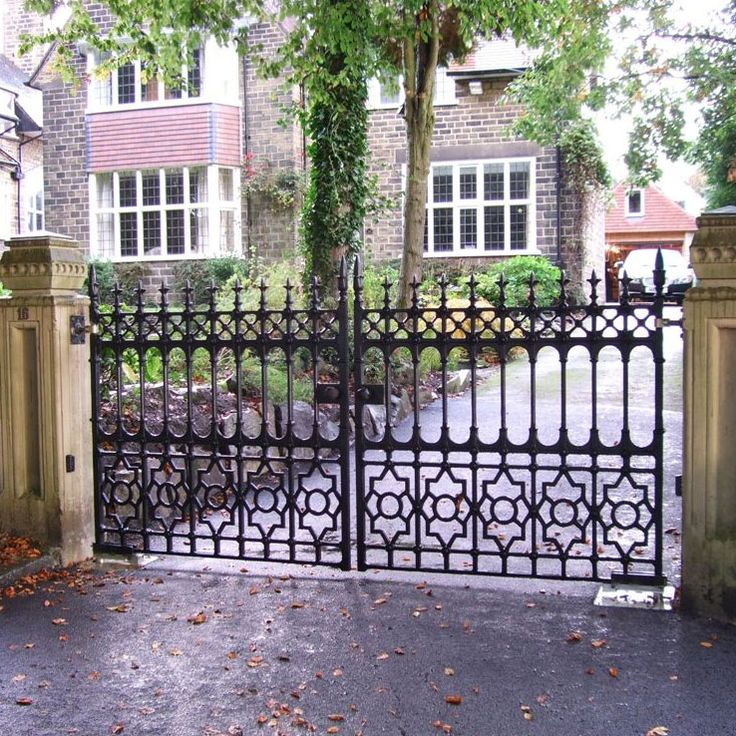 Stewart driveway gate heritage cast iron usa available for Aluminum gates for driveways