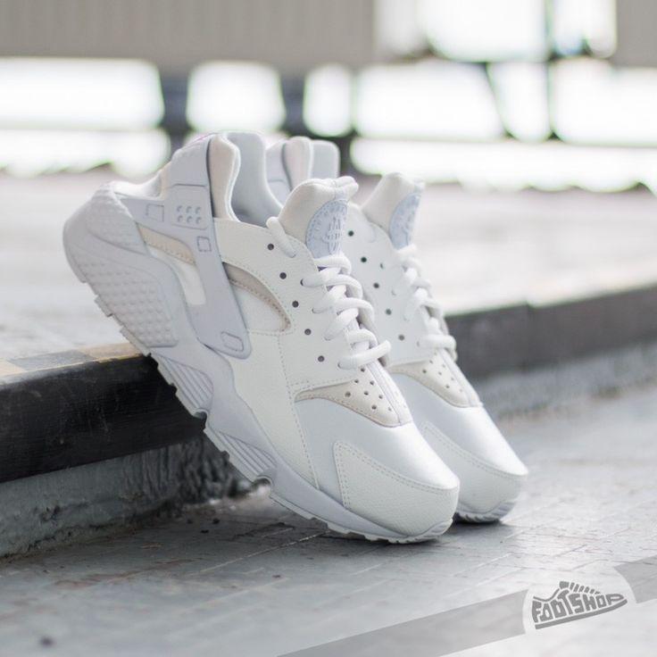 Nike Wmns Air Huarache Run White/ White za skvělou cenu 2 490 Kč koupíte na Footshop.cz