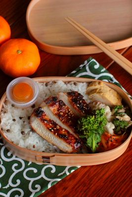 Japanese Wappa Bento Lunch (Miso Grilled Pork, Sautéed Nanohana Broccoli, Mikan)|弁当
