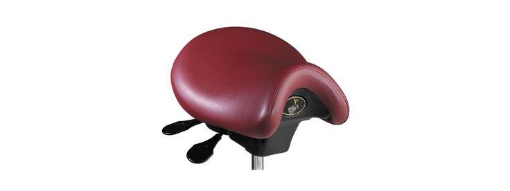 Permite que la columna funcione en las mejores condiciones posibles manteniendo un correcto equilibrio en las caderas y unas correctas curvaturas naturales de la espalda. La musculatura soporta un estrés mínimo y mantiene está posición sin esfuerzo