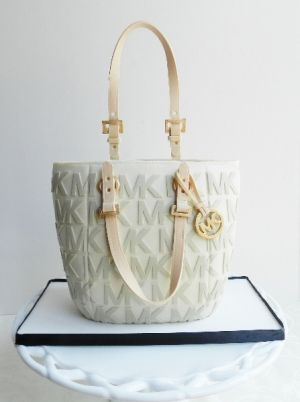 purse_cake from the cake whisperer