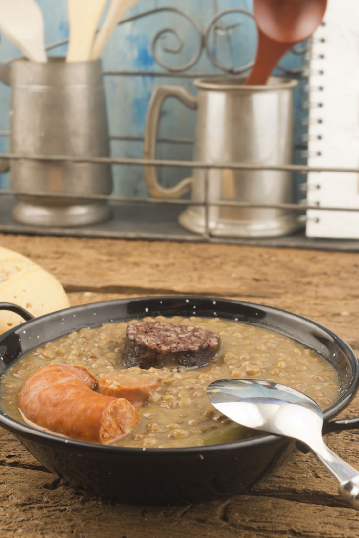 Hustá šošovicová polievka s klobáskou