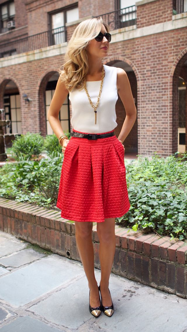 Simple but bold look. Like the fit of the top and the length of the skirt. I'm not a big accessory girl, so the simple necklace is nice too.