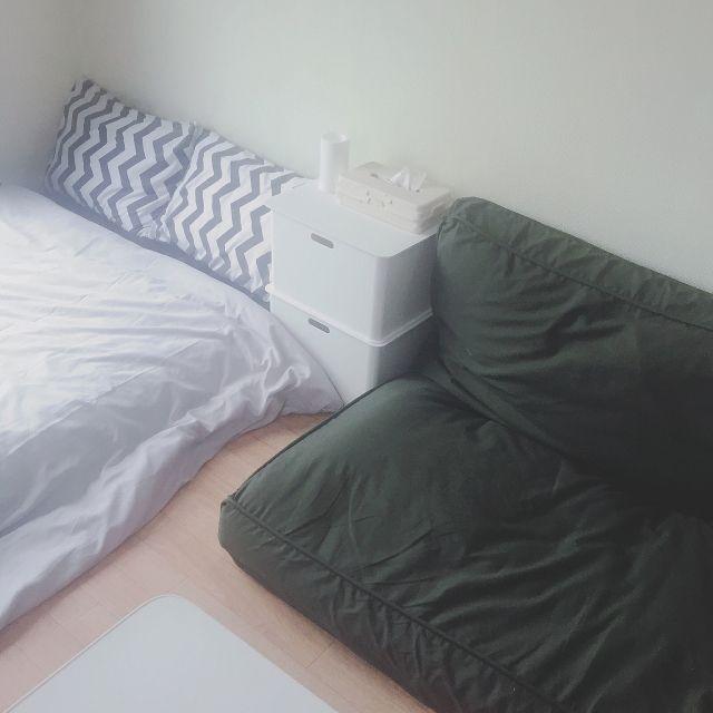 xoxoxoさんの、寝袋,来客用布団,ニトリ,すのこベッド,小さいソファー,ミニソファー,布団収納袋,1R,狭くてもあきらめない,ダイソー,100均,ベッド周り,ベルメゾン,ソファーになる布団収納,ソファー,布団収納,布団ケース,ひとり暮らし,リビング,のお部屋写真