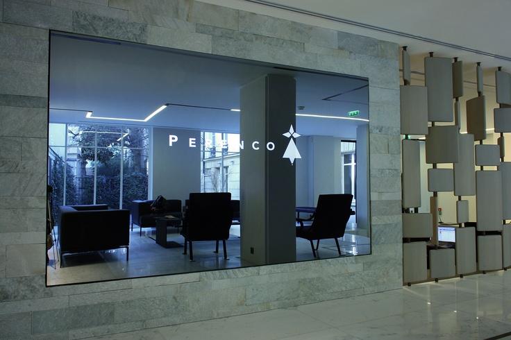 Pour Perenco : Assistance à Maitrise d'Ouvrage déléguée, implantation de solutions domotiques, de visio-conférence, d'intégration audio-vidéo et d'un mur d'images miroir en 55'' LED, développement d'un logiciel de réservation de salles. Paris, France. Par Dalcans