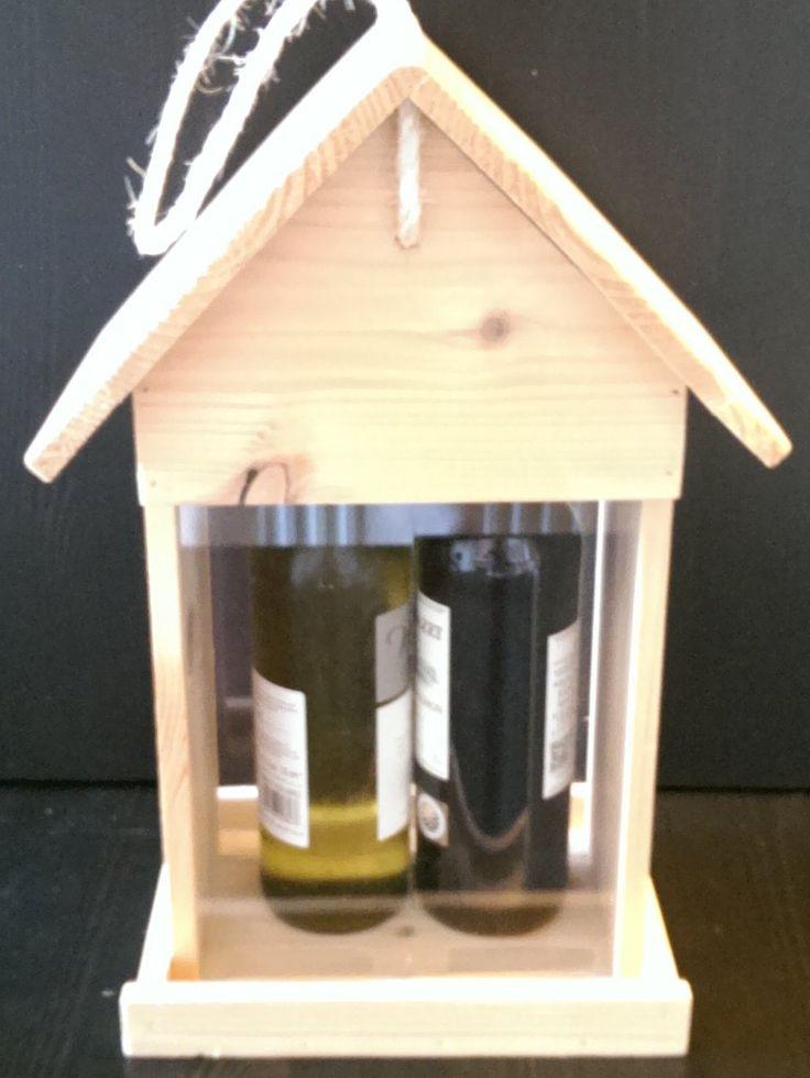 Vogelvoederhuis voor twee flessen wijn gemaakt voor relaties van een communicatiebedrijf.