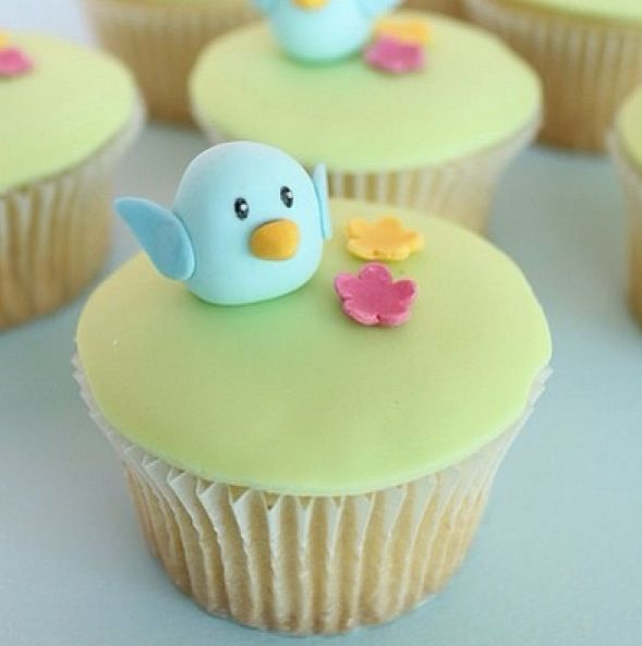 Cupcake Decorating Ideas Using Fondant : Cute little bird cupcakes with fondant! food Pinterest ...
