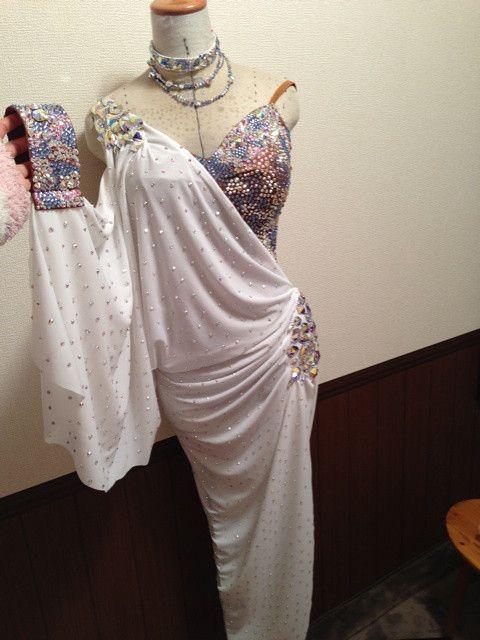 新作白ドレスデビュー!@冬の全日本 の画像|早の競技ダンスとドレス作りのブログ