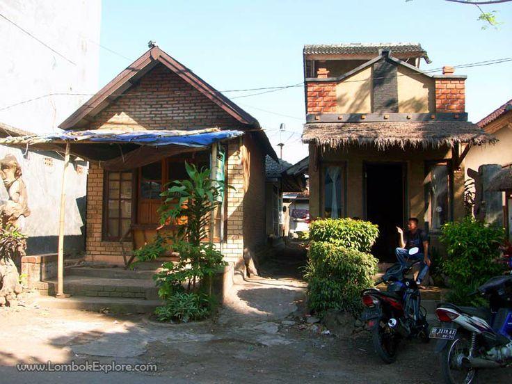 Tenun Ikat Gedogan (Gedogan woven fabric), Pringgasela village, East Lombok, Indonesia. For more information, please visit www.LombokExplore.com.