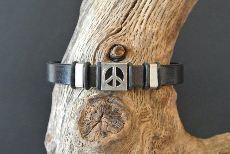 Bracelet homme 20,5 cm cuir noir et perle 'peace', 2 perles acier, fermoir à clipser