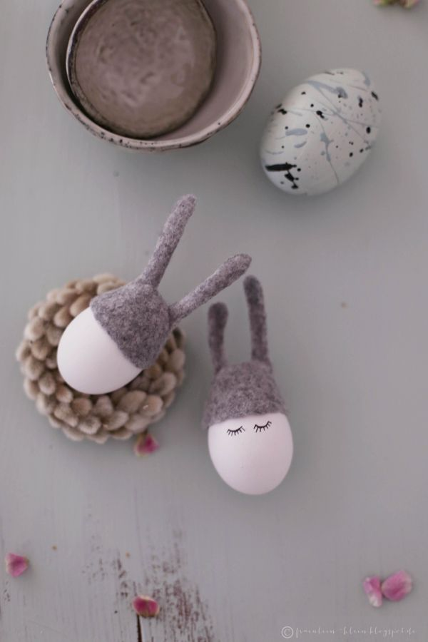 Ich war die Tage einmal wieder mit Anpinseln beschäftigt   und natürlich waren es, der Jahreszeit entsprechend, ausgeblasene   Ostereie...