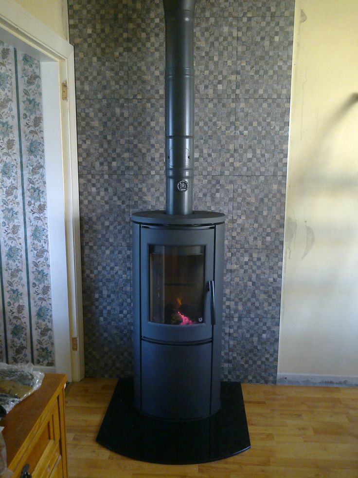Varde Aura 1 Wood Burning Stove with Black Plate Glass Hearth