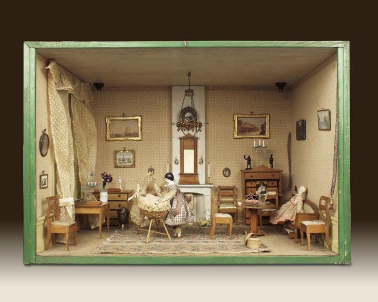 Biedermeier woonkamer met wieg, gemaakt rond 1835 – foto door J & M Zweerts, Den Haag (Collectie Haags Historisch Museum) - Lita heeft deze woonkamer zelf ingericht in de Biedermeierstijl. Deze stijl was erg populair onder de gegoede burgerij in de periode 1815-1850. De meubels, gordijnen, wandbespanningen en kleding zijn redelijk sober van vorm en kleur. Dit in tegenstelling tot de Empirestijl, die eerder huiskamers vulde met verguldsel en andere kostbare materialen. In de hoek heeft Lita…