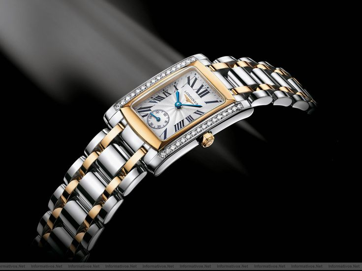 """Longines DolceVita: Este reloj de cuarzo (calibre L176.2), de acero y oro amarillo, está adornado con 32 diamantes (0.384 quilate, Top Wesselton VVS), cuyo centelleo realza su forma rectangular de proporciones armoniosas. Su esfera plateada """"flinqué"""", con números romanos y agujas azuladas, indica horas y minutos y ostenta un segundero pequeño a las seis horas. El reloj está sutilmente dotado de un brazalete de acero y oro amarillo, en armonía con la caja. Hermético hasta 3 bar (30 metros)."""