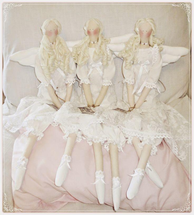 Kickis sytt nytt och nött: Tre änglar i vita spetsklänningar och mamelucker  ...