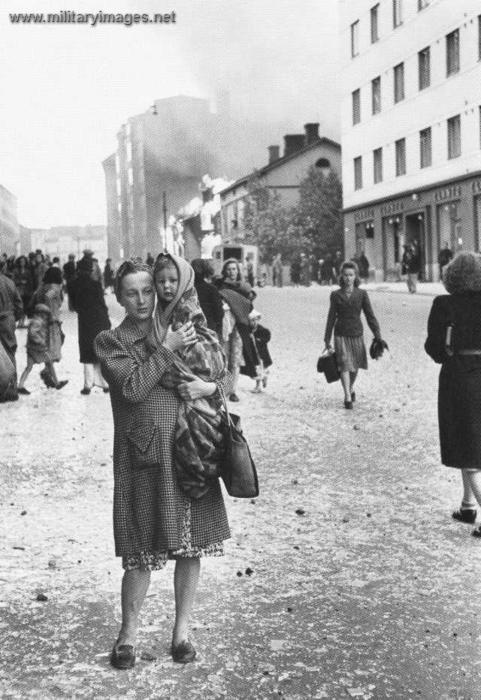 After bombing in Kallio, Helsinki during the Continuation War/Jatkosota photo credit:militaryimages.net