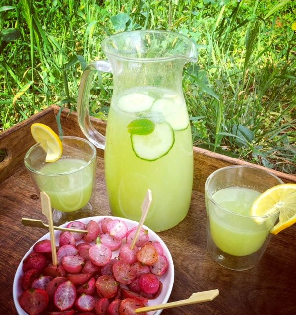 Citronnade concombre-gingembre-menthe. Cette citronnade gorgée des bienfaits des légumes et plantes aromatiques, peut être consommée tout au long de la journée.