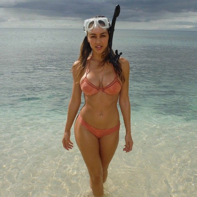 \u201cGirl in the water  Tag a friend who likes to snorkel!  #anacheri #hawaii #electricbeach\u201d  Photos of beautiful girls - on the beach, outdoors, in cars. Only real girls. #girls #beachgirl