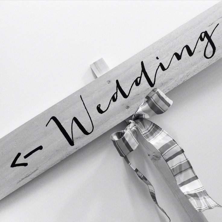 We love wedding sign!! Segnaletica in legno personalizzata per le indicazioni da mettere per il vostro ricevimento di matrimonio!