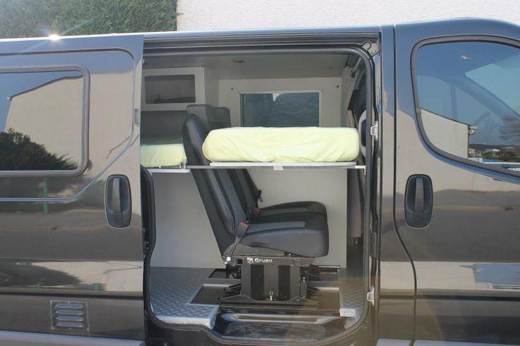 trafic couchette 3 me lit avec banquette 2 me rang camping car pinterest banquettes. Black Bedroom Furniture Sets. Home Design Ideas
