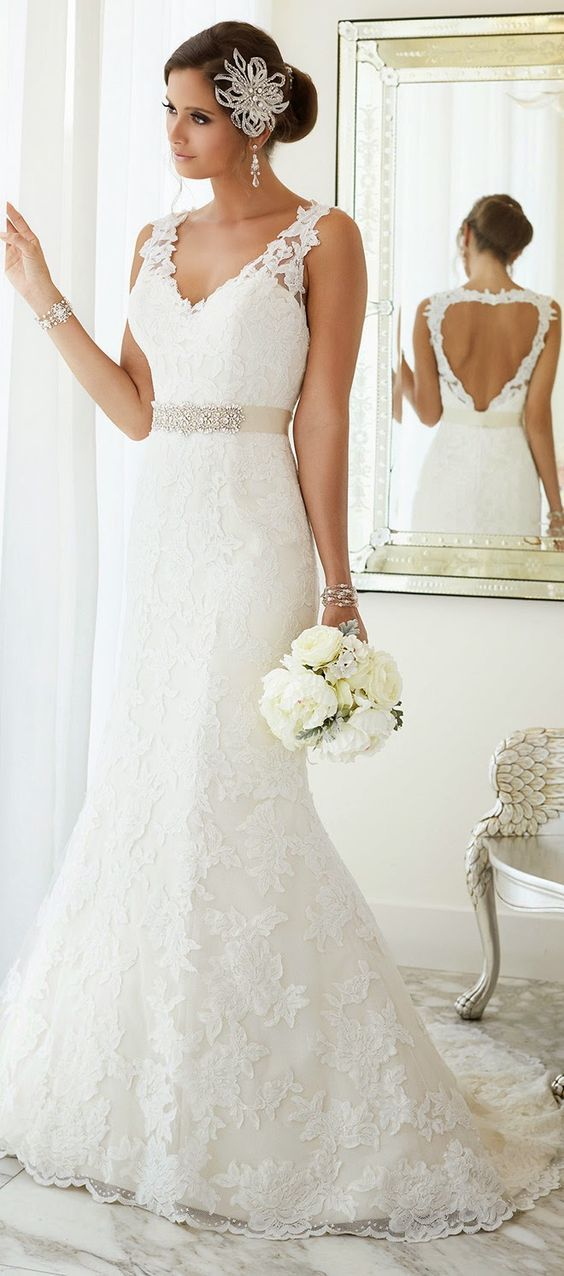 Essense of Australia Lace Wedding Dress / http://www.deerpearlflowers.com/lace-wedding-dresses-and-gowns/4/