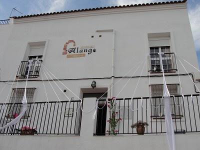 #casa #rural Alange. La casa, de acogedora construcción tradicional extremeña, puede ser alquilada por habitaciones o completa. Tiene una privilegiada orientación que nos ofrece unas vistas del lago y el pueblo que invitan a la contemplación y a la relajación. #turismorural #Badajoz