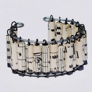 Cute idea for a bracelet!!! Love it...